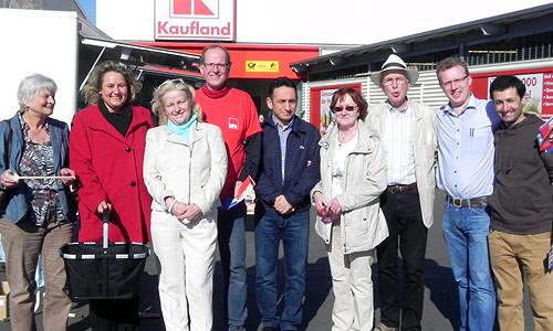 Kerstin Tack und die Genossinnen und Genossen des SPD-Ortsvereins Hainholz-Vinnhorst am Infostand
